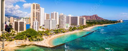 Honolulu, Hawaje. Widok z lotu ptaka Honolulu, wulkan Diamond Head, w tym hotele i budynki na plaży Waikiki.