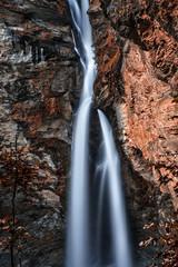 Fototapeta Wodospad Meiringen in Switzerland is a must go area.