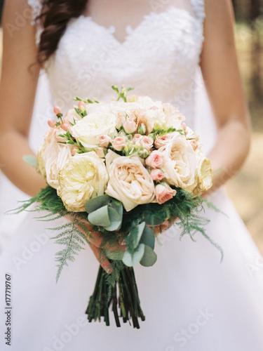canvas print motiv - Мария Пастух : wedding bouquet in bride's hands