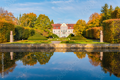 Poster Artistique Abbots Palace built in the rococo style and located in Oliwa park. Autumn scenery. Gdansk, Poland.