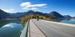 Sylvensteinbrücke mit Autos - Blick auf den Speichersee im Herbst