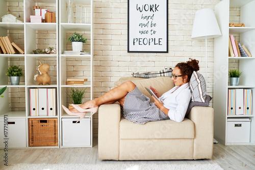Fotografie, Obraz  Side view portrait of elegant businesswoman lounging in comfortable armchair usi
