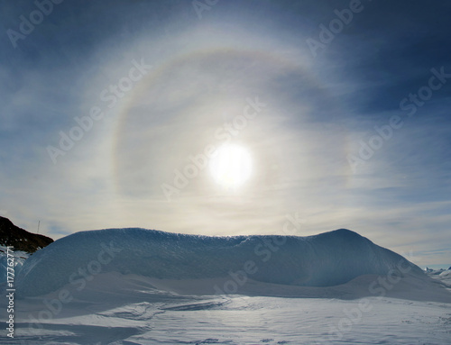Deurstickers Antarctica Clear day, blue sky-effect Halo in the sky. Antarctic.