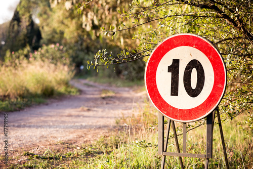 Cuadros en Lienzo  10 speed limit sign in a country road in Italy