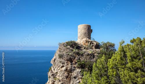 Fototapeta The Orchard Tower w Banyalbufar na wyspie Mallorca (Baleary, Hiszpania)