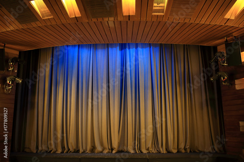 Papiers peints Opera, Theatre Brown curtains in theater