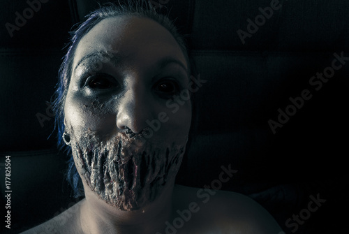 Tablou Canvas Halloween - Creepy female demon