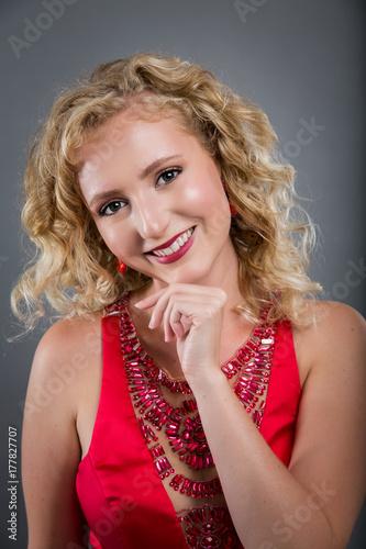 Plakat model blond włosy- przepych
