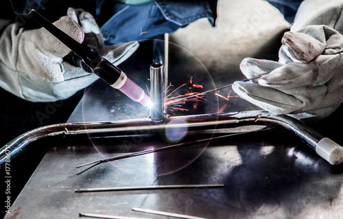 Valokuva  worker use argon gas steel welding