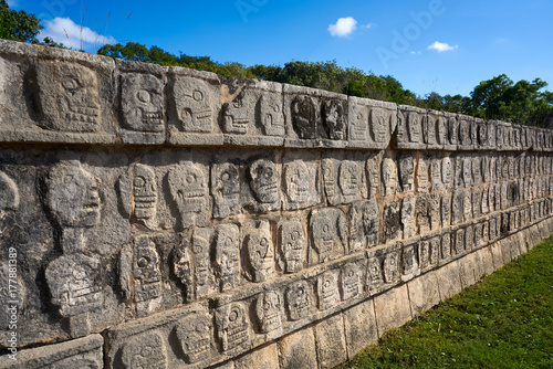 Fototapeta Chichen Itza Tzompantli the Wall of Skulls obraz
