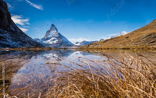 Zdjęcie XXL Gigantyczny Matterhorn i odbicie