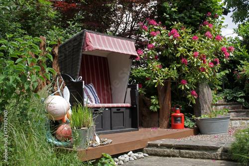 Strandkorb In Einem Garten Buy This Stock Photo And Explore