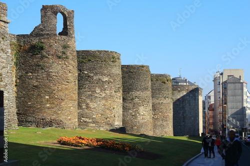 Las murallas romanas de Lugo siguen impresionando con sus dos mil años de antiguedad monumentos impresionantes de Galicia