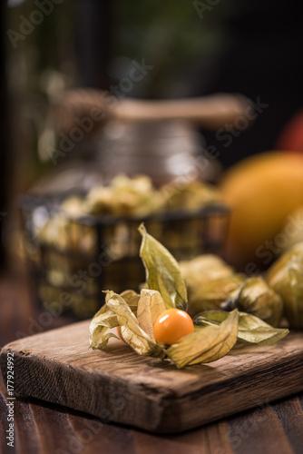 Door stickers Aromatische Physalis fruits on wooden board