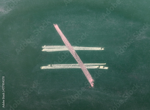 Fotomural  Unequal symbol, sign on chalkboard, blackboard texture