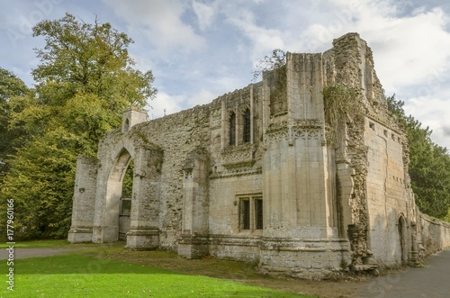 Photo The gatehouse of Ramsey Abbey