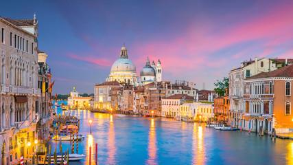 Fototapeta Do restauracji Grand Canal in Venice, Italy with Santa Maria della Salute Basilica
