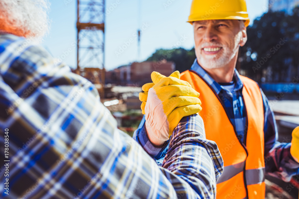 Fototapeta construction workers shaking hands