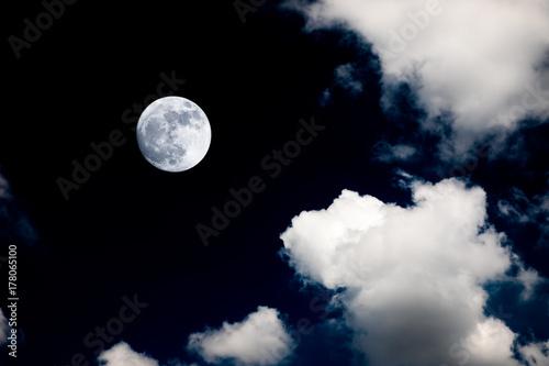 Zdjęcie XXL wielki księżyc w tle nocne niebo brak zdjęcia od nasa