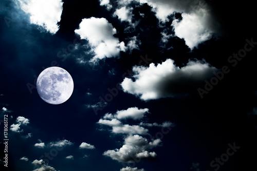 Fotomagnes wielki księżyc w tle nocne niebo brak zdjęcia od nasa