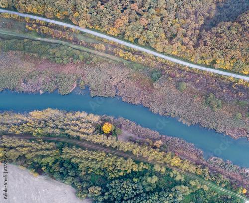 Fotodibond 3D Odgórny widok rzeka i natura w jesieni