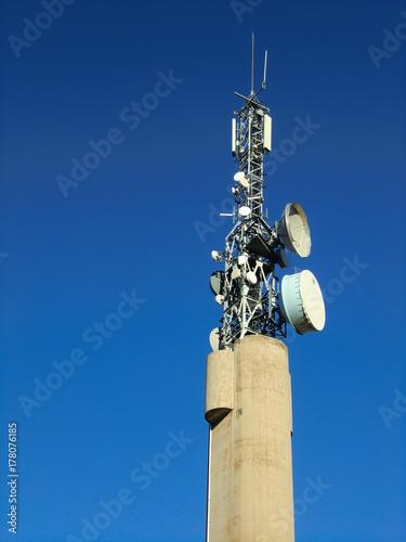 Fotografía  antena de comunicaciones