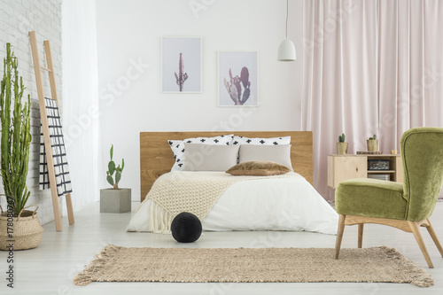 Foto op Canvas Cactus Green retro chair in bedroom