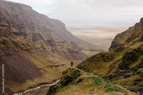 An Adventure Hiker in an Iceland Canyon Wide View of the Landscape Plakat