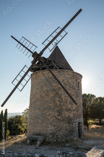 Old windmill in Saint-Saturnin-les-Apt Muehle in Provence, France Canvas Print