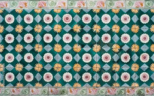 wzor-wieku-kolorowe-plytki