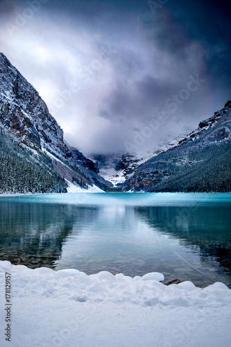 Plakat Góry śnieg i turkusowe jezioro
