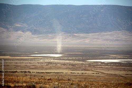 Fototapeta Dust Twister -Carizzo Plain
