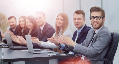 Photographie  Photo of happy business people applauding at conference