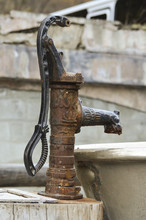 Old Water Pump 01