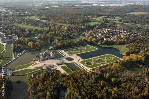 Fotodibond 3D Widok z lotu ptaka Chantilly kasztel, siedziba Diane De Poitiers i Catherine de Medici w Oise w Francja