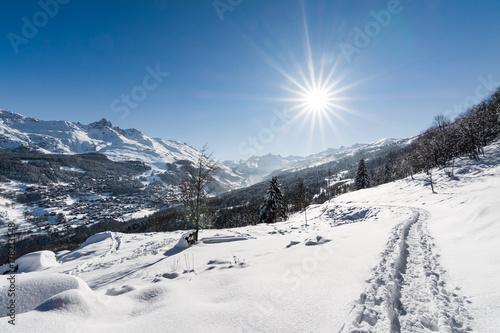 Photographie  Soleil sur les pistes de ski des Alpes à Valmorel, Courchevel, France