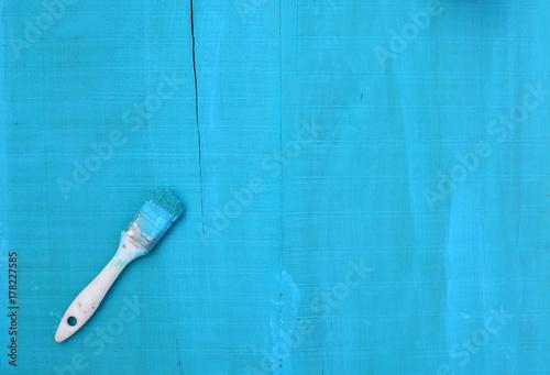 Keuken foto achterwand Vliegtuig dirty paint brush on turquoise wooden background