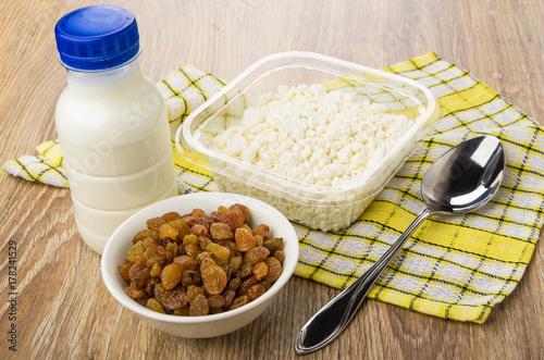 Plakat Twarożek w pudełku, butelka jogurtu, rodzynki, łyżka
