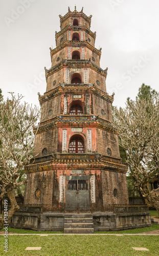 Plakat Pagoda Niebiańskiej Damy w Wietnamie - Chua Thien Mu