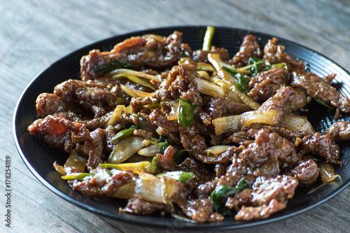 Photo  mongolian beef asian dish