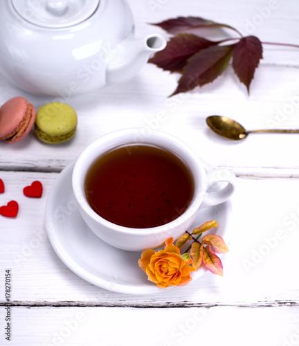 Zdjęcie XXL biały kubek z czarną herbatą