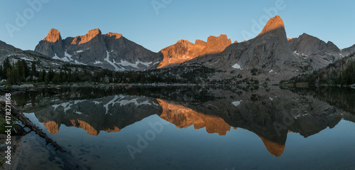 Cirque of Towers and Lonesome Lake at sunrise Slika na platnu