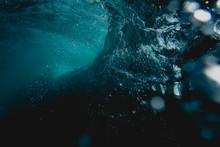 Under Water Wave Breaking