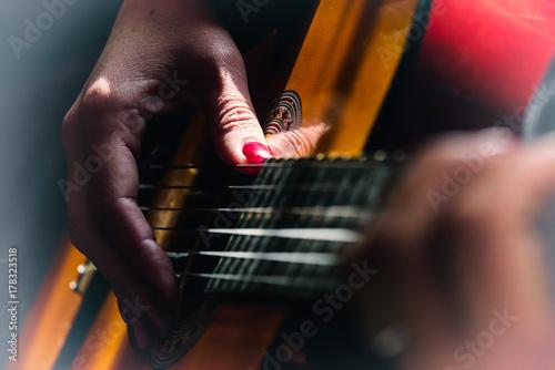 Fototapeta grać na gitarze