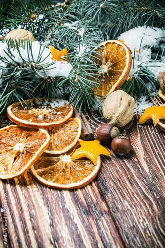 Plakat plasterki pomarańczy i orzechy dekoracje na święta Bożego Narodzenia
