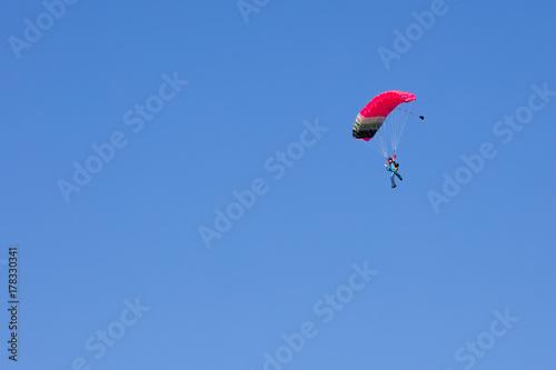 Foto op Plexiglas Luchtsport parachutist on pink and black wing
