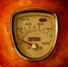 Old-Timer Speedometer