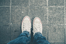 White Sneakers Shoes Walking On Dirty Concrete Top View  , Canvas Shoes Walking On Dirty Concrete