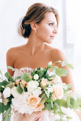 Cuadros en Lienzo beautiful bride in a luxurious dress in eco-style