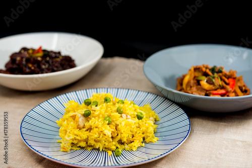 Zdjęcie XXL Domowe chińskie smażony ryż z warzywami i smażonymi jajkami